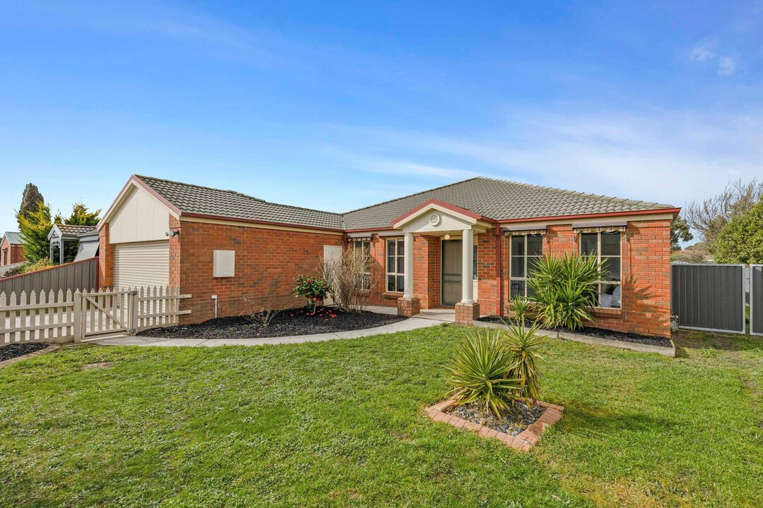 Image of property at 11 James Drive, Delacombe VIC 3356