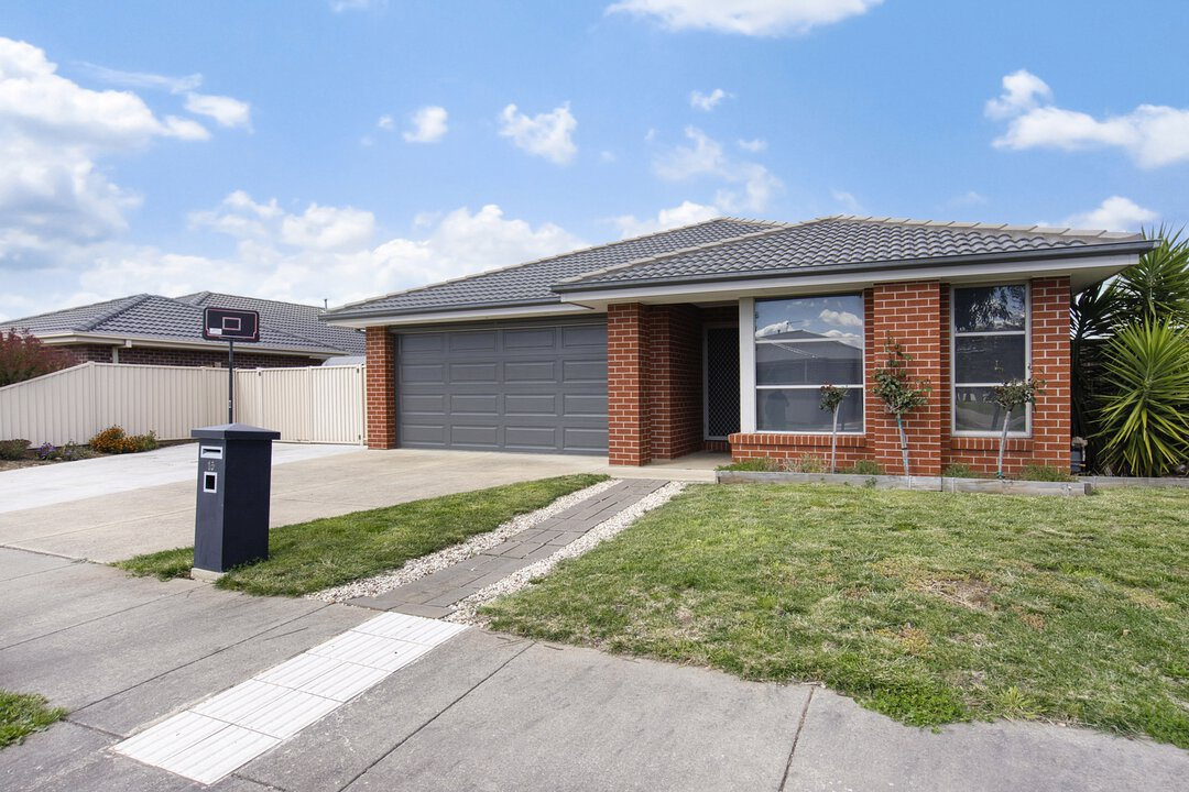 Image of property at 15  Ascot Gardens Drive, Delacombe VIC 3356